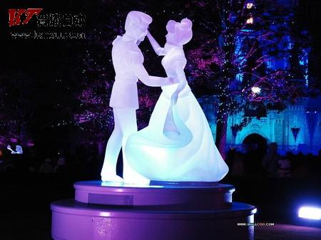 梦幻世界!东京迪斯尼乐园夜景之卡通雕塑