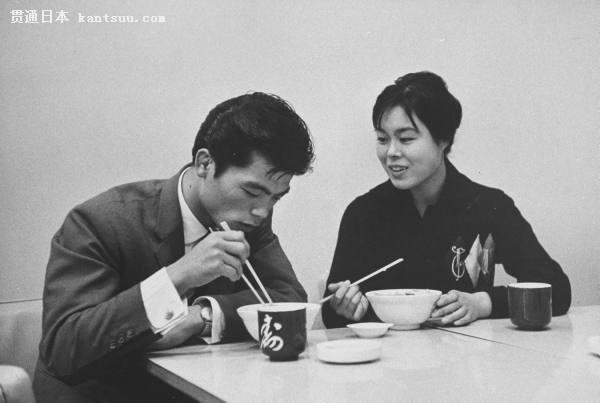 50年代中期开始进入高速发展时期,1955年的日本国民生产总值