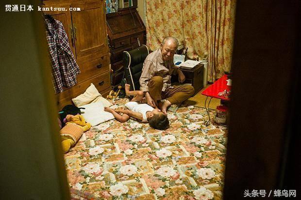 日本摄影师记录癌症父亲最后的时光 画面温馨而又幸福